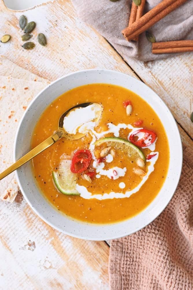 Geroosterde pompoen soep   Soeprecept van Healthy Wanderlust