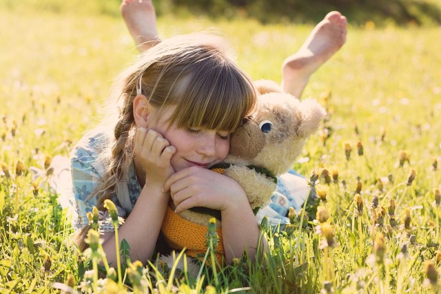 Poetry Teatime, girl with Teddy Bear, Image by Pezibear from Pixabay