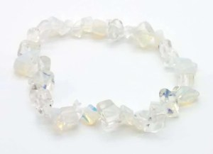 Elastic chip bead bracelet - opaline glass.