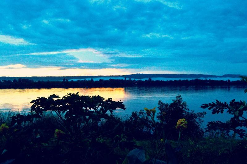 sunrise mekong river thailand laos backpacking travel