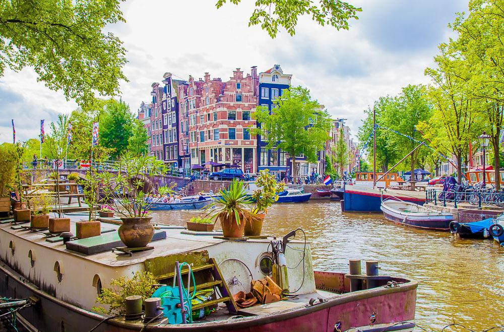 houseboats amsterdam canals