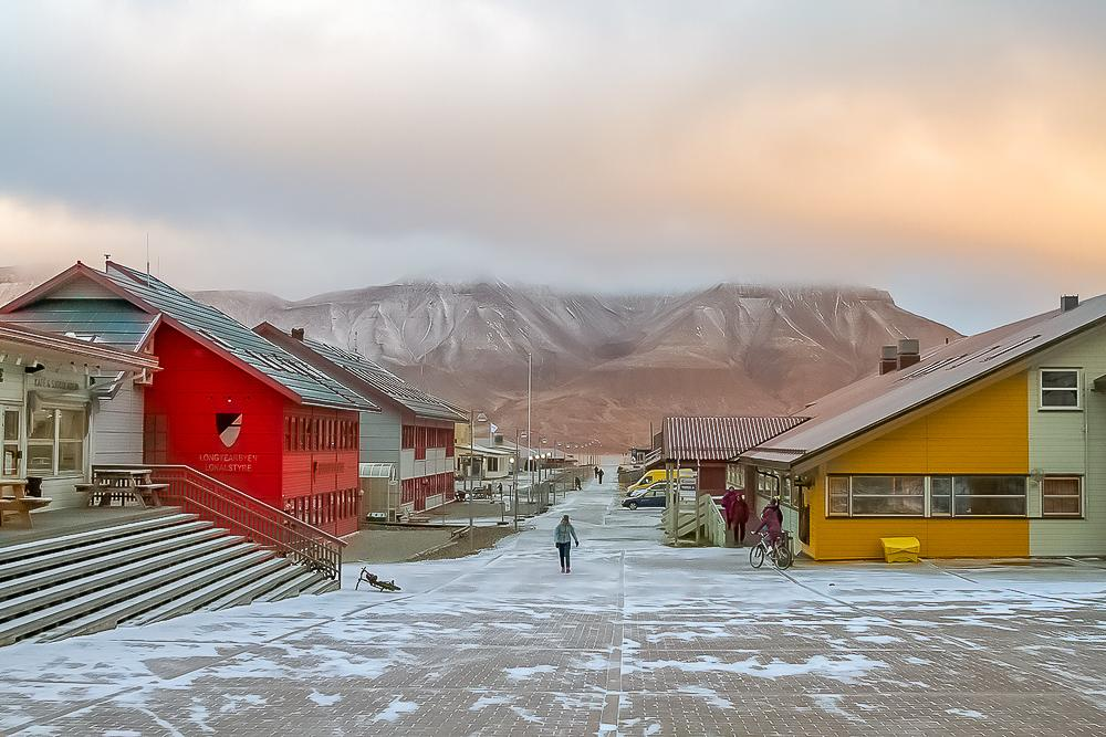 visiting svalbard arctic norway longyearvyen sunset