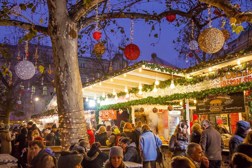 Christmas Bratislava.Europe S Prettiest Christmas Markets Budapest Bratislava