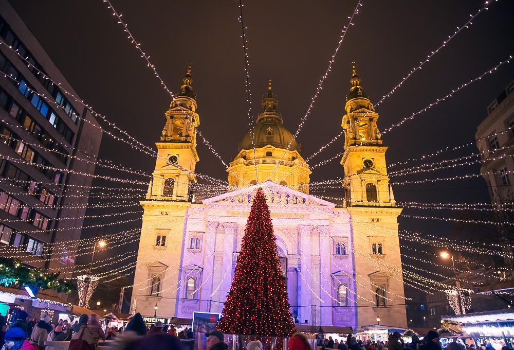 christmas market st. stephen's basilica budapest hungary