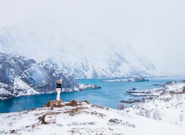 hiking lofoten norway winter