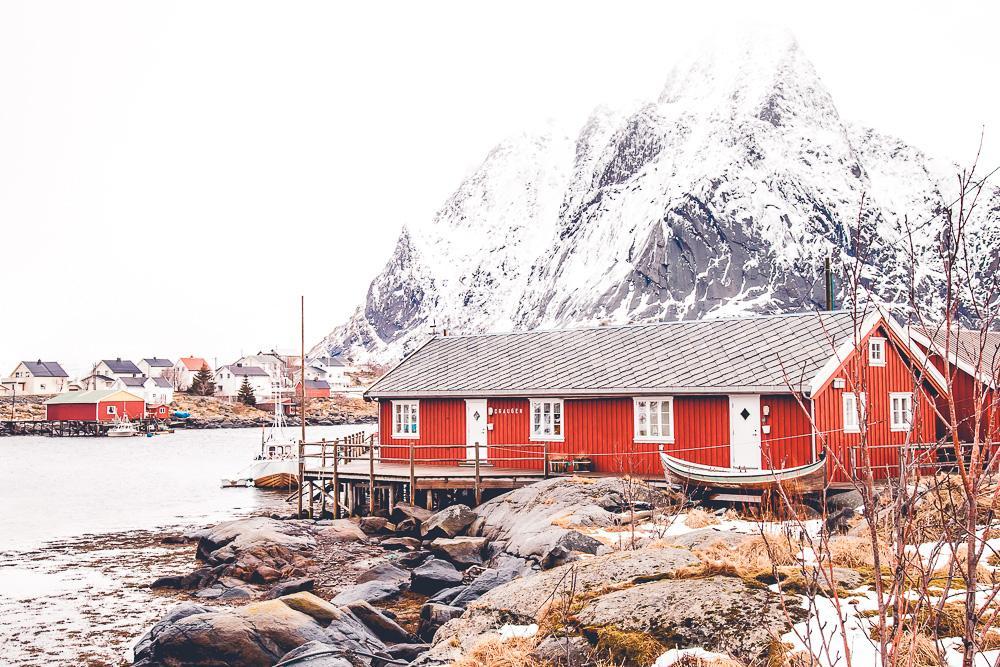 reine fishing cabin norway lofoten