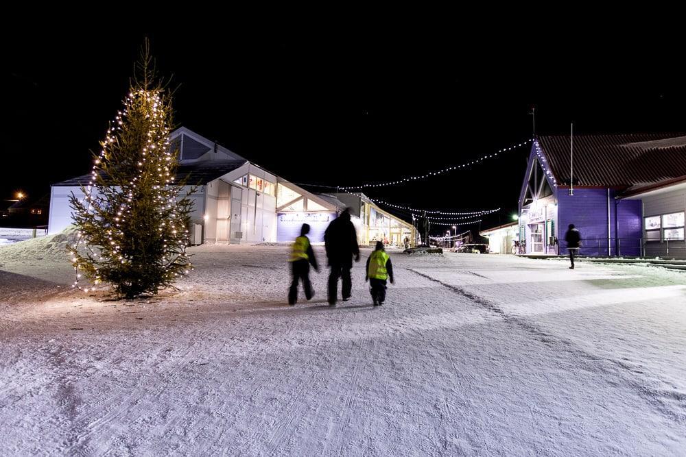 Longyearbyen svalbard pendant la nuit polaire
