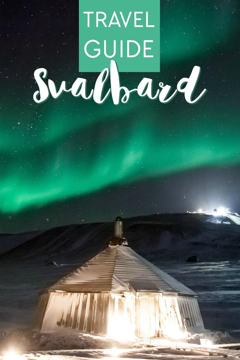 guide de voyage à Svalbard, Norvège, qui comprend des aurores boréales, des traîneaux à chiens et une promenade dans la grotte de glace de l'Arctique