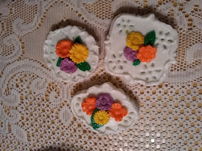 goof4 1024x768 - How Not to: Fondant Eyelet Sugar Cookies