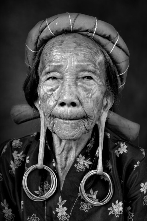 Hong Bith, 80, one of the last long eared woman in  Long Tuyo Village, East Kalimantan, Photo Diego Zapatero