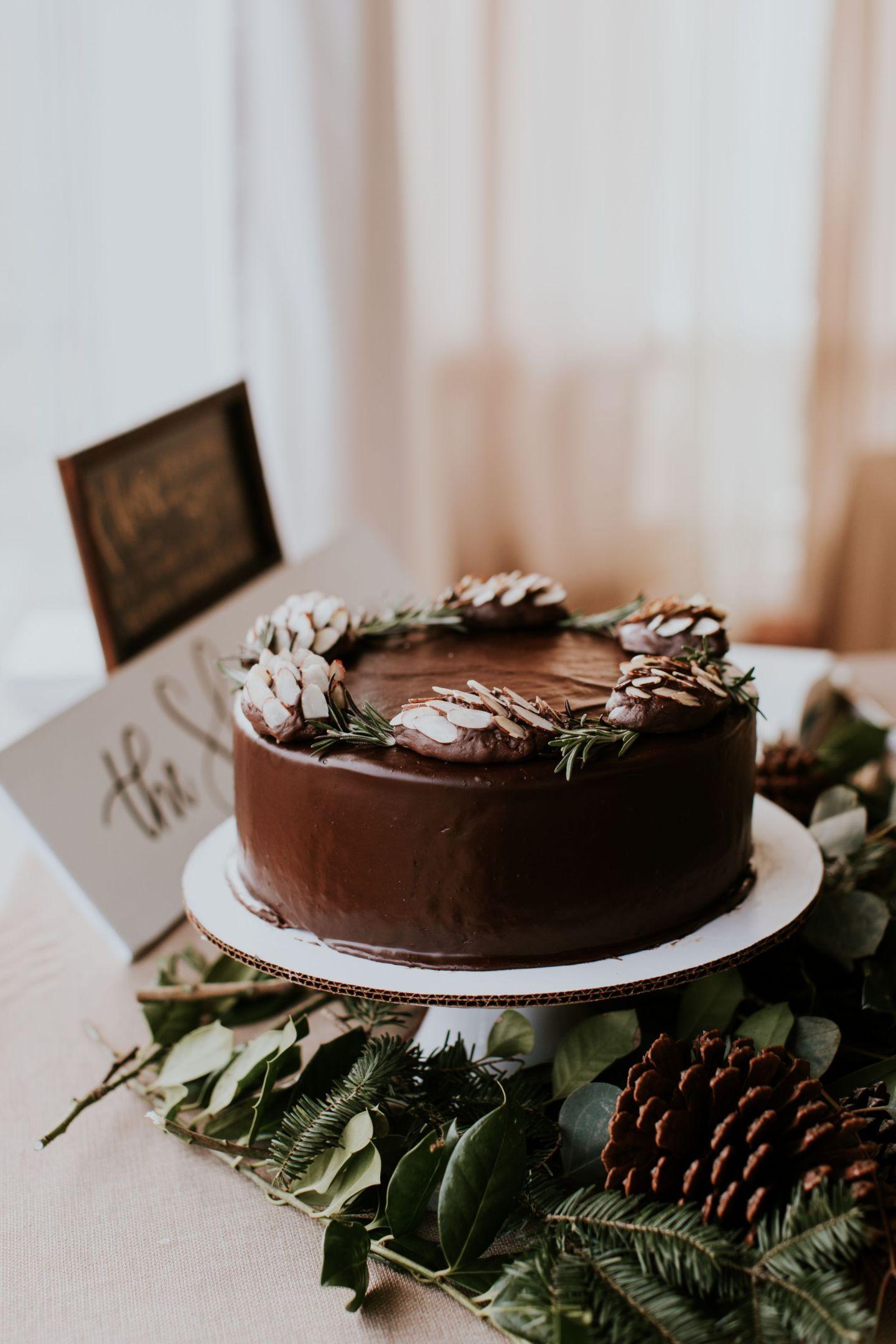 winter wedding cake - diy winter wedding cake - pinecone wedding cake
