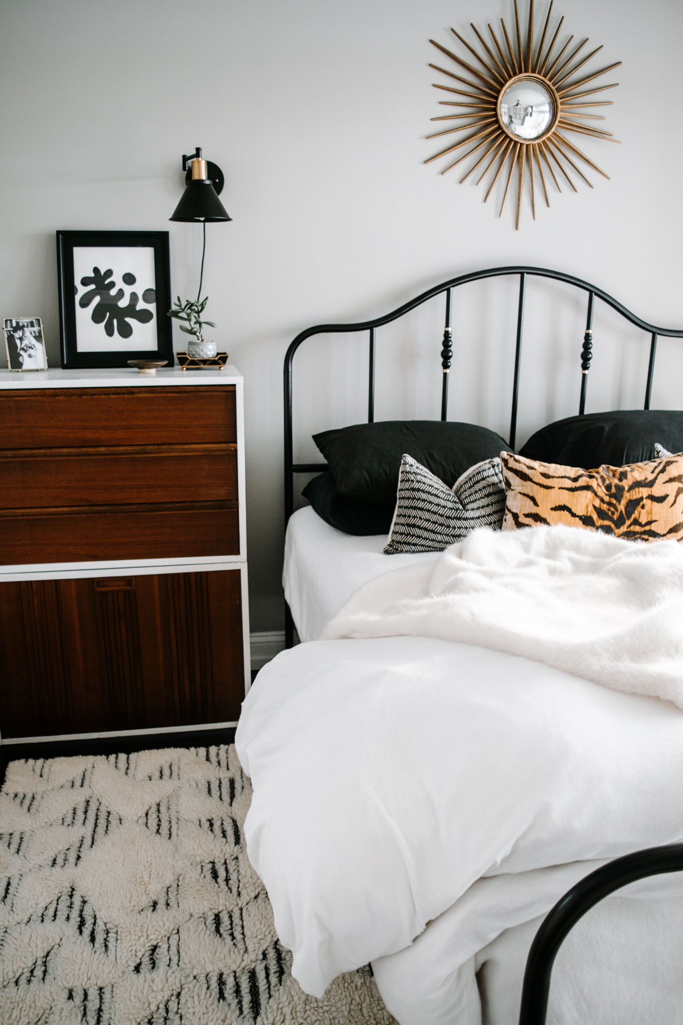 layered bedding look - black and white bedding - black and white bedroom