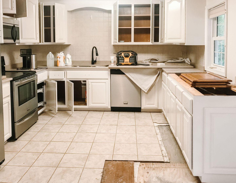 Choosing Kitchen Cabinet Hardware - replacing old kitchen cabinet hardware