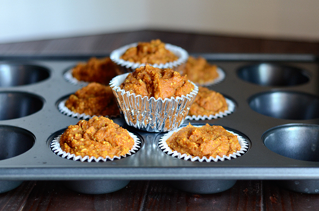 Healthy Pumpkin Spice Muffins || HeathersDish.com
