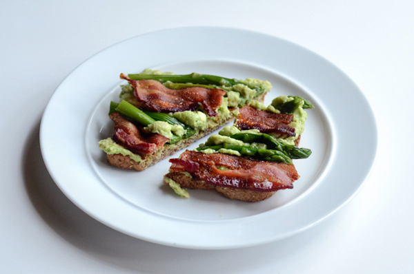 avocado-toast-with-bacon-and-asparagus