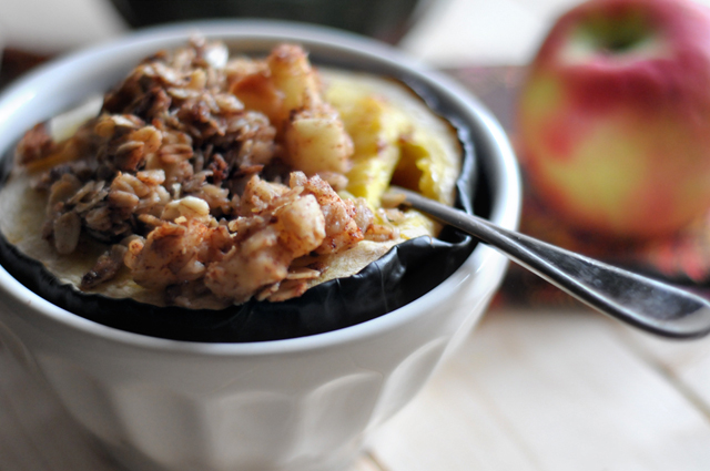 Chunky Applesauce Oatmeal Baked Acorn Squash || HeathersDish.com A simple and delicious anytime dish!