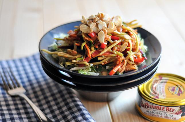 Asian Chipotle Tuna Salad || HeathersDish.com #beesquad