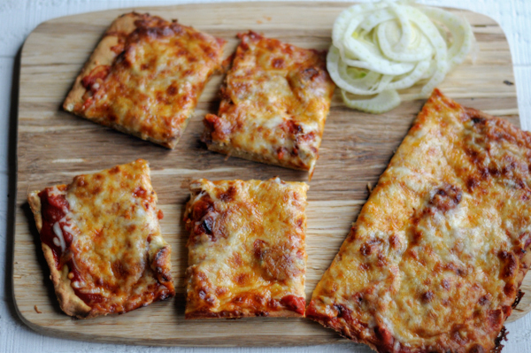 shaved-fennel-and-roasted-red-pepper-pizza