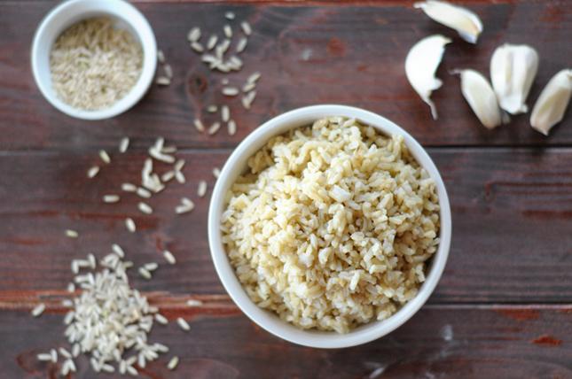 Super Simple Garlic Brown Rice || HeathersDish.com