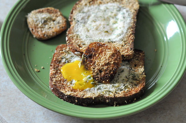 Broiled Parmesan Herb Eggs-in-a-Hole || HeathersDish.com #putaneggonit
