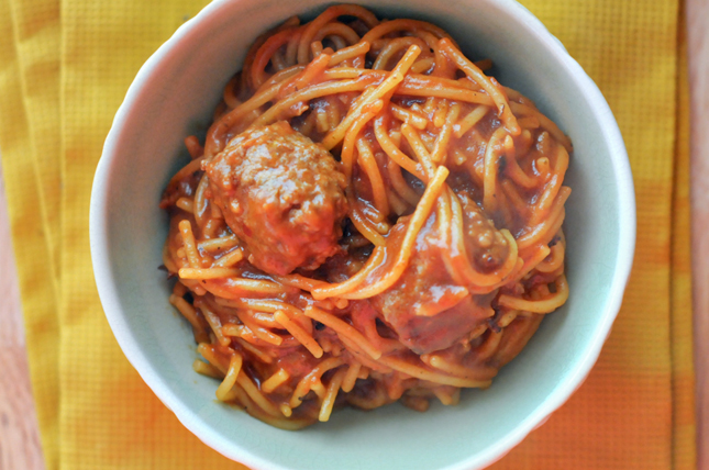 Saucy One-Pot Spaghetti and Italian Sausage Meatballs || HeathersDish.com