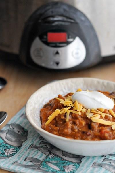 Sunday Slow Cooker Chili    www.HeathersDish.com