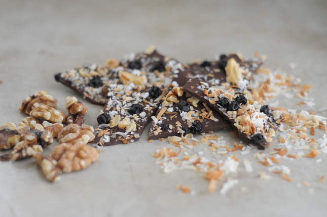 Blueberry, Walnut and Toasted Coconut Chocolate Bark || This dark chocolate bark is chock full of dried blueberries, toasted walnuts and toasted coconut. It is one treat you'll cherish sharing during your holiday gatherings!