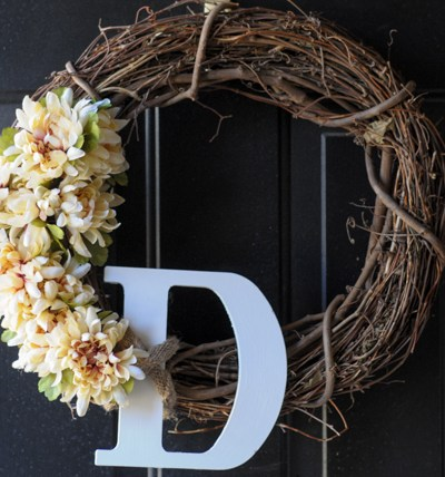 Simple DIY Springtime Wreath @heathersdish #DIY #cheapdiy