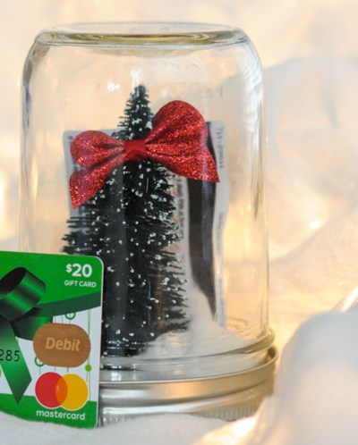 Christmas Snowglobes for the Person Who Has Everything with @heathersdish @walmart @thewomenbloggers #sponsored #SaveMoneyGiveBetter2017