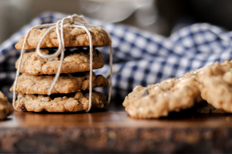 White Chocolate Raisin Oatmeal Cookies are the coziest cookie around! Sweet, spicy, chewy, and just plain delicious! @heathersdish #cookieseason