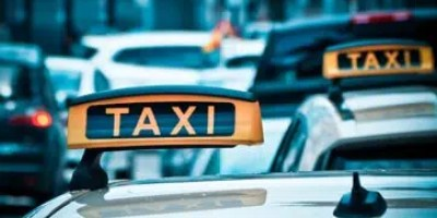 airport taxi stoke on trent to gatwick airport