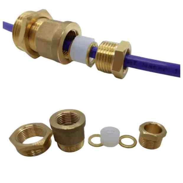 Муфта уплотнительная для герметичной установки нагревательного кабеля в трубу.