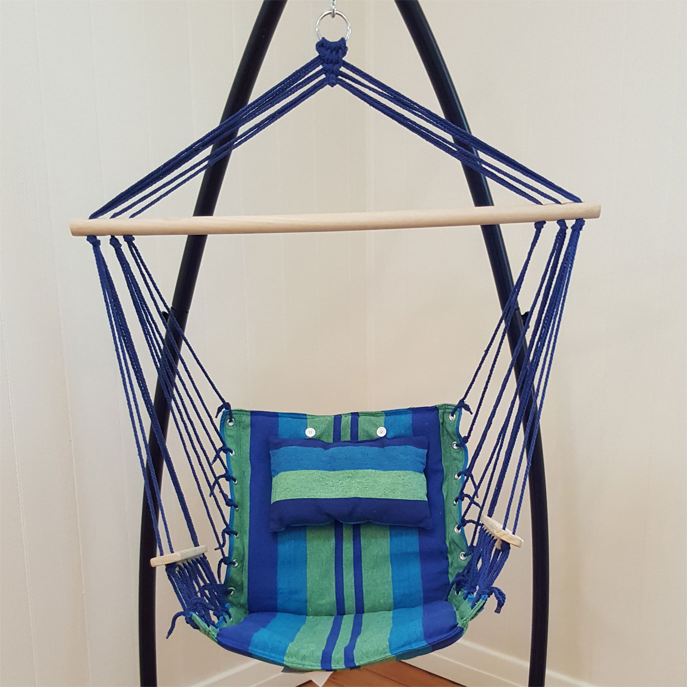 hanging chair without stand tommy bahama backpack beach chairs canada blue padded hammock with wooden arm rests and pillow