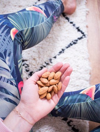 Natural snacks: almonds, the perfect companion for the office, university, sports or on the go