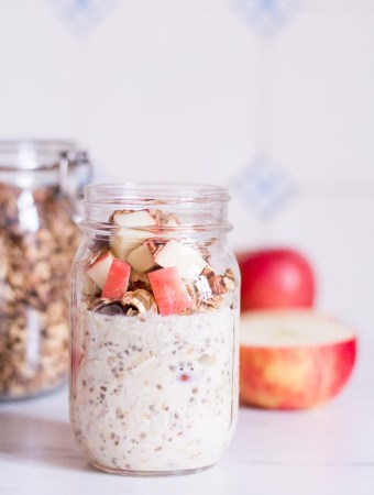 Crunchy apple overnight oats