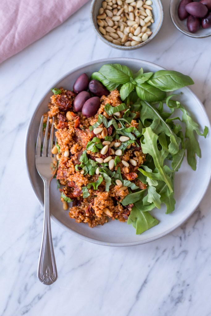 Super quick mediterranean sun-dried tomato quinoa - 30 minute recipes - plant-based, vegan, gluten free, refined sugar free - heavenlynnhealthy.com