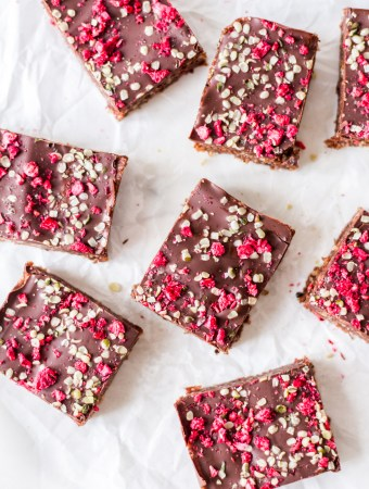 Hemp seed energy bars with raspberries - plant-based, vegan, gluten free, refined sugar free - heavenlynnhealthy.com