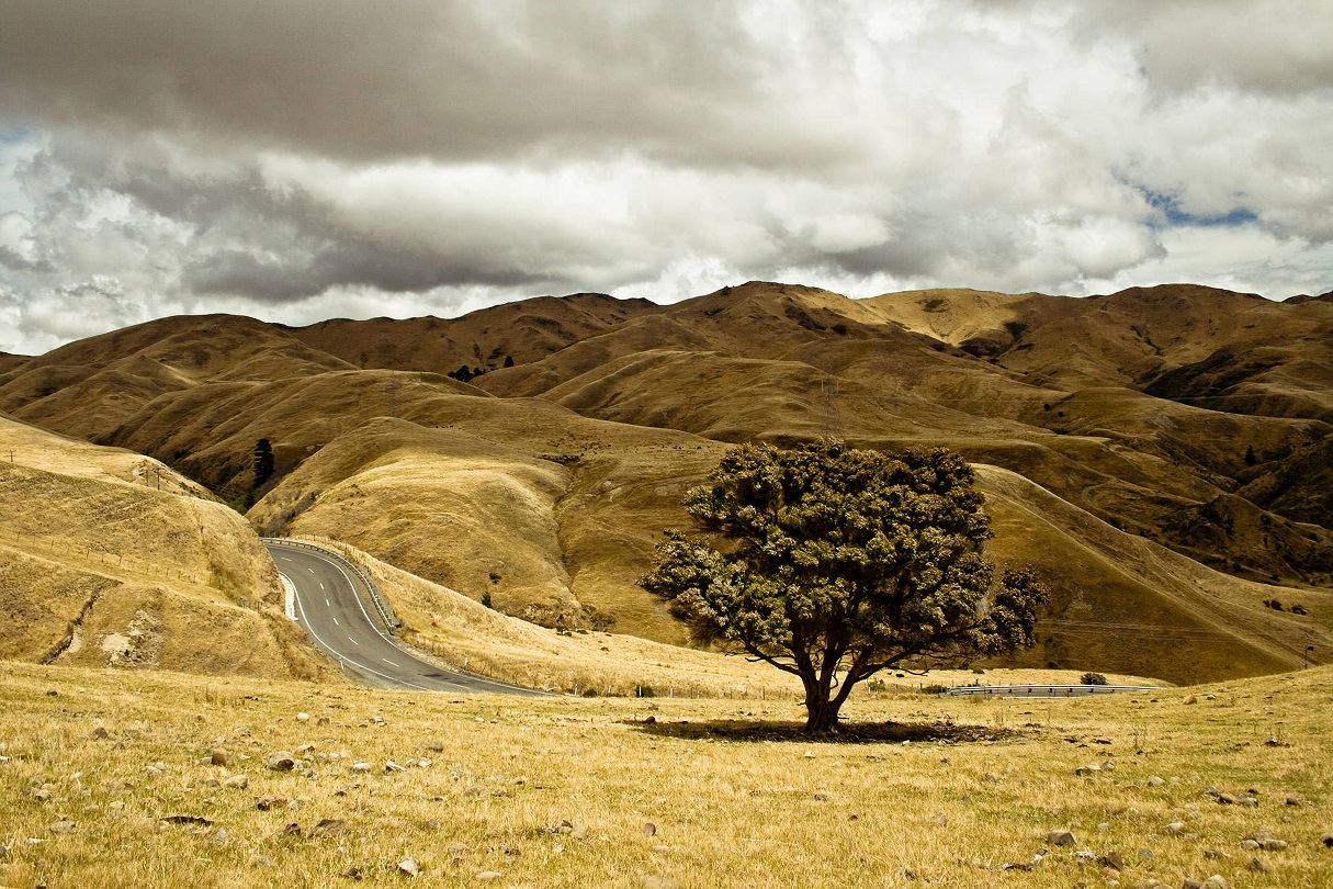 long-lonely-road-over-countryside
