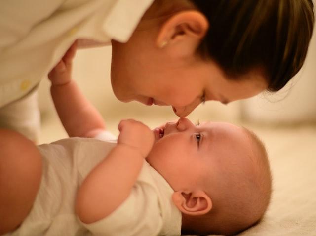 Mutter mit erfülltem Kinderwunsch