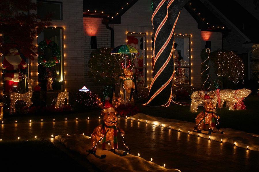 holiday lights at deerfield the hawk eye - Deerfield Plano Christmas Lights