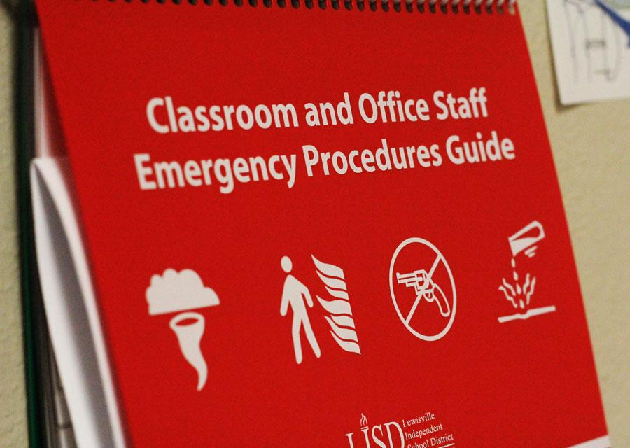 Cover+of+the+emergency+procedure+guide.