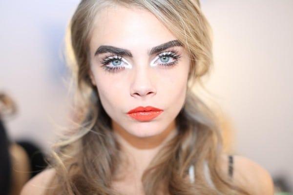 Cara-Delevingne-moschino-makeup-600x400