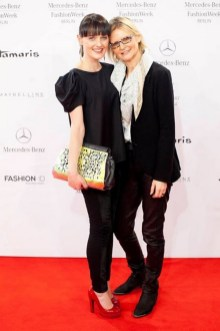 Eva Poleschinski und Hedi Grager auf der Berliner Fashion Week 2014 (Foto MP)