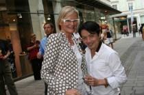 Journalistin Hedi Grager mit Stardesigner La Hong (Foto Christina Dow)