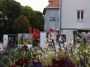 """""""Menschenbilder"""" am Grazer Mariahilferplatz (Foto Hedi Grager)"""