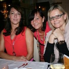Shopping Nord Leiterin Sylvia Baumhackl mit ihrer Mutter Anni und Journalistin Hedi Grager (Foto Christina Dow)