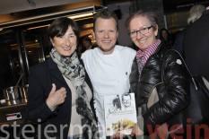 Gerhard Fuchs mit Angelika Fink und Gitti Kada (Foto Apresvino)