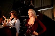 Model Franziska Knuppe backstage bei Lena Hoschek (Fotos Nicholas Beutler und Michael Romacker)