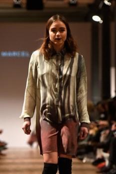 Designer Marcel Ostertag auf der Mercedes-Benz Fashion Week Berlin (Photo by Clemens Bilan/Getty Images)