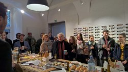 """Das """"History of Now""""-Filmteam im Brillenquartier in Graz (Foto Hedi Grager)"""